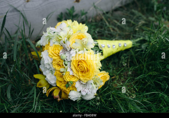 wedding bouquet with yellow roses - Stock Image