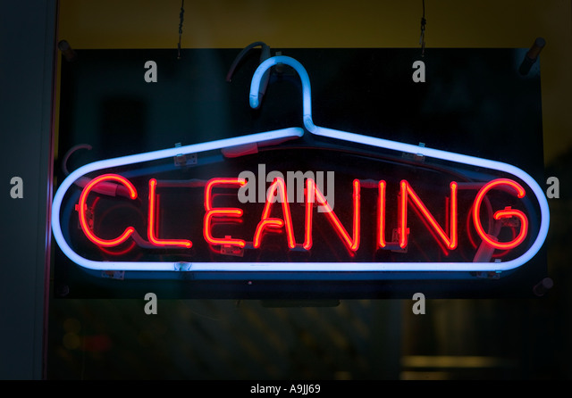 Cleaning neon sign in San Francisco - Stock-Bilder