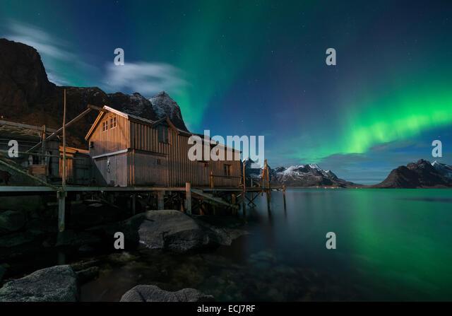 Northern Lights - Aurora Borealis shine in sky over abandoned Rorbu cabin, Valen, near Reine, Moskenesøy, Lofoten - Stock Image