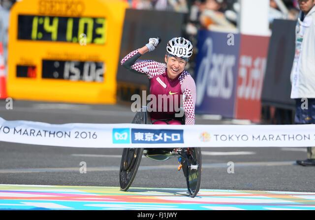 Tokyo, Japan. 28th Feb, 2016. Wakako Tsuchida (JPN) Marathon : Tokyo Marathon 2016 wheelchair marathon in Tokyo, - Stock-Bilder