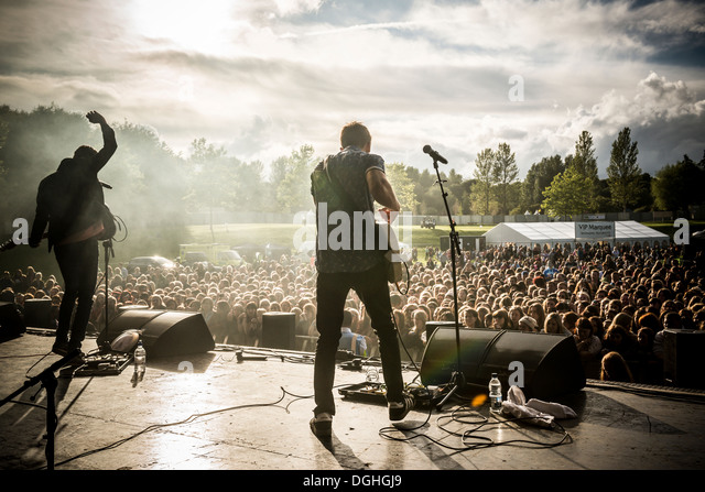 A band performing at TLive music concert in Telford Town Park. Telford, Shropshire, England - Stock Image