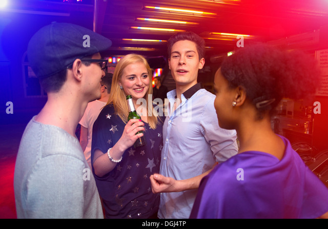 Young people in nightclub - Stock Image