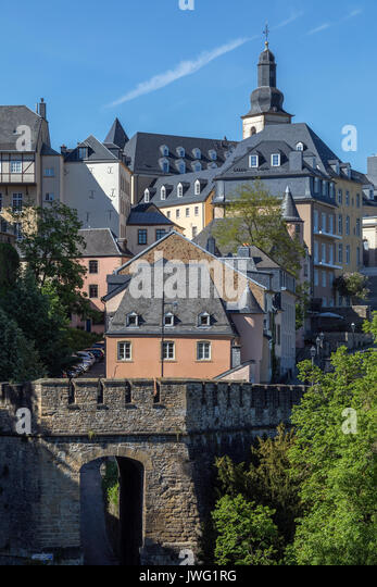 Luxembourg City - Ville de Luxembourg. The walls of the old town viewed from the Grund area of the Grand Duchy. - Stock Image