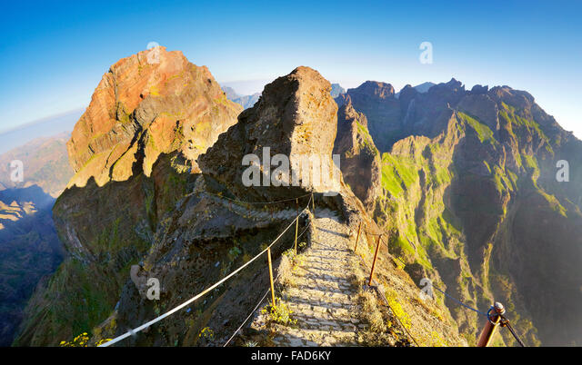 Madeira mountain hiking trail from  Pico do Arieiro to Pico Ruivo, Madeiran Island, Portugal - Stock-Bilder