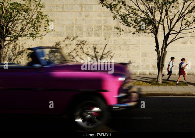 Havana, Cuba. 24th Feb, 2015. Thousands of American veteran cars go through the streets of Havana, in Cuba, February - Stock-Bilder