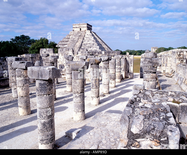 The temple of a thousand columns and El Castillo, part of the historic Chichen Itza Mayan ruins archaeological site - Stock Image