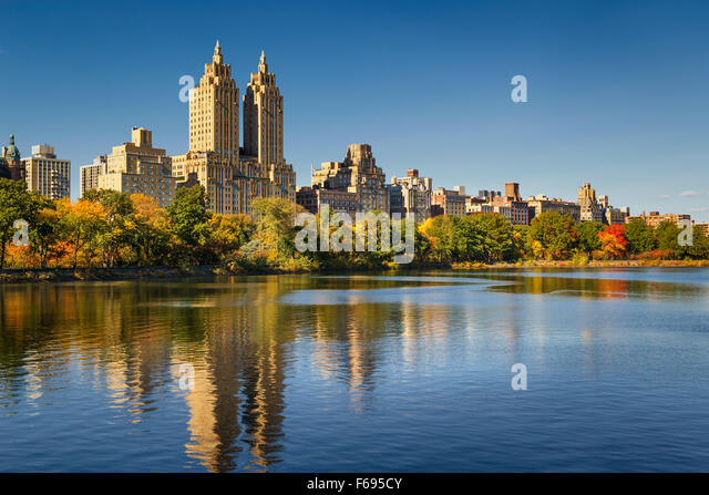 Central Park Jacqueline Kennedy Onassis Reservoir, fall foliage and Upper West Side in afternoon light. Manhattan, - Stock Image