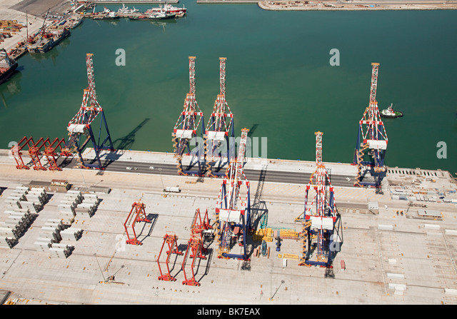 Loading cranes in cape town harbour - Stock Image