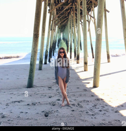 USA, North Carolina, New Hanover County, Carolina Beach, Young woman on vacations - Stock Image