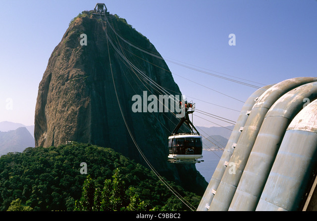 Low Angle View of a Descending Cable Car, Sugarloaf Mountain, Rio de Janeiro, Brazil - Stock Image