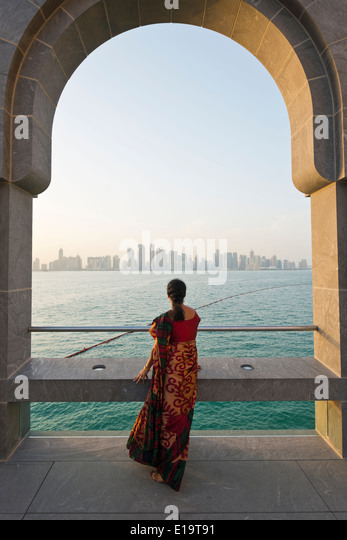 Doha. Qatar. Vistitor looking across Bay of Doha from the Museum of Islamic Art. - Stock-Bilder