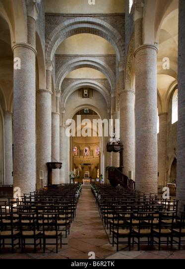 Tournus, ehemalige Klosterkirche St-Philibert (ab 1020), Langhaus nach Osten ab 1020 - Stock-Bilder