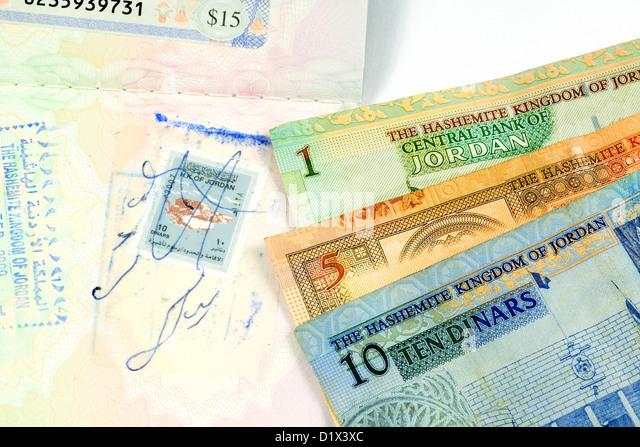 Jordan travel money currency dinars and visa stamp in passport - Stock-Bilder