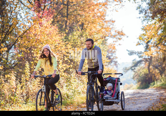 Young family cycling - Stock Image