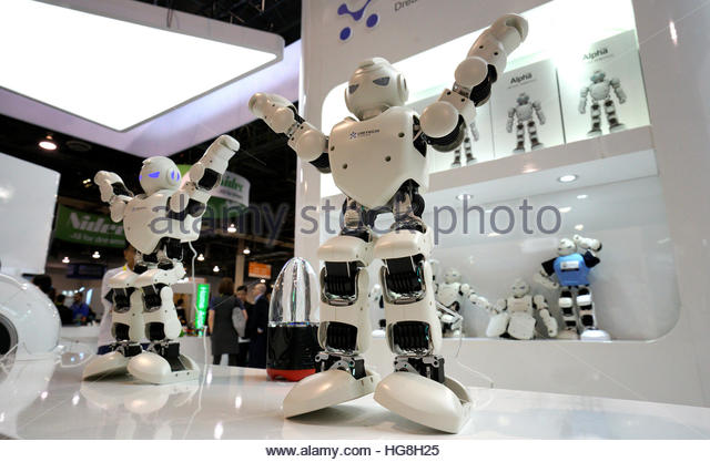UBTech Alpha 1 Pro robots perform at the Robotics Marketplace at CES in Las Vegas, U.S., January 5, 2017.  REUTERS/Rick - Stock-Bilder