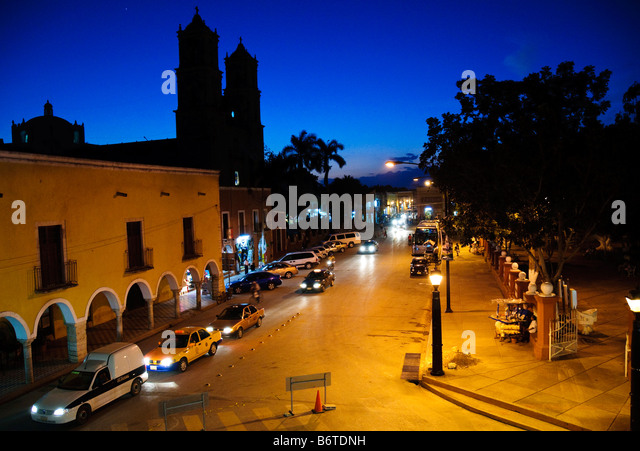 Street scene taken from balcony of City Hall in downtown Valladolid, Yucatan, Mexico - Stock Image