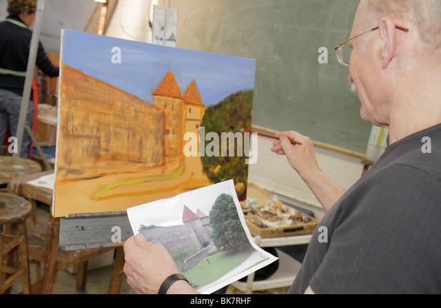 Virginia Alexandria Old Town Alexandria Torpedo Factory Art Center class man easel paintbrush painting castle landscape - Stock Image