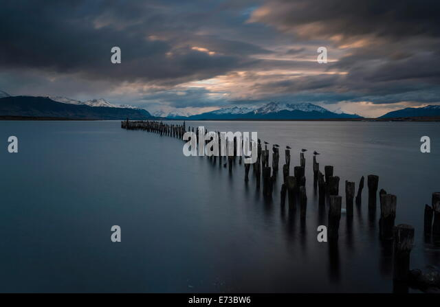 Dusk over The Last Hope Sound, Puerto Natales, Patagonia, Chile, South America - Stock-Bilder
