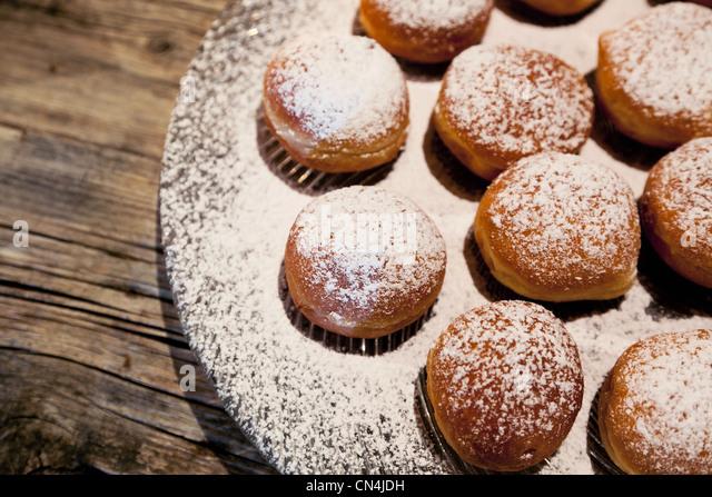 Italian cream puff desserts - Stock Image