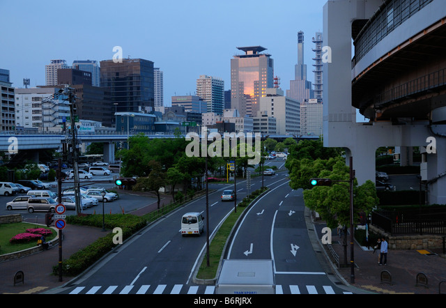 Downtown skyline and Highway, Kobe JP - Stock Image