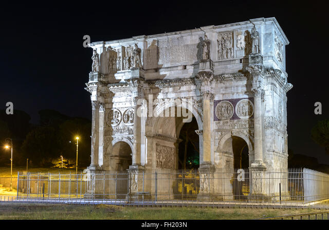 Constantinus arch in Rome (near Coliseum) in the night - Stock Image