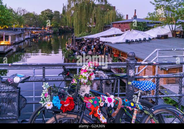 Clubs at Spree Canal, Freischwimmer, Club der Visionaere, beach bar, Kreuzberg, Berlin - Stock Image