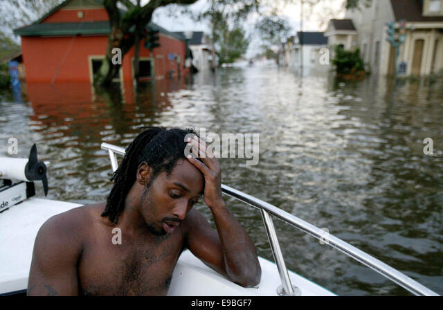 August 29, 2005 - New Orleans, Louisiana, U.S. - Katrina survivor HENRY RHODES sits in a New Orleans Police Department - Stock-Bilder
