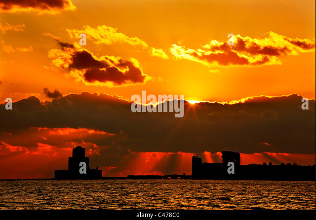 Greece, Messinia  The Venetian castle of Methoni, and  the Bourdzi (to the left -Ottoman tower, later addition) - Stock Image