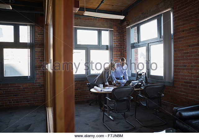 Business people working at office desk - Stock Image