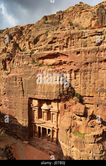 A bird's eye view of the Treasury (El Khazneh) in the ancient Nabatean city of  Petra in Jordan. - Stock Image
