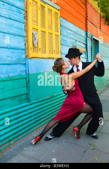 South America, Argentina, Buenos Aires, La Boca. Couple showing one of many tango dance positions. (MR) - Stock Image