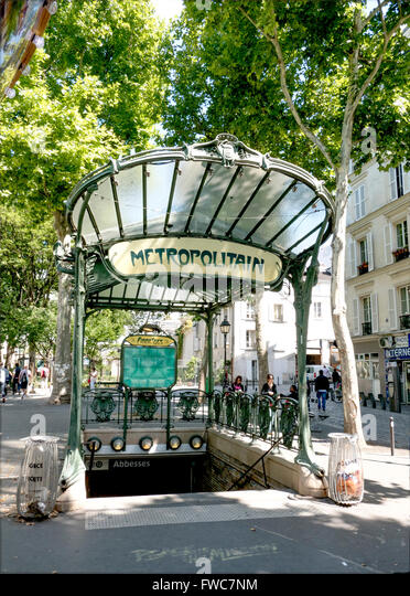 how to get to montmartre by metro