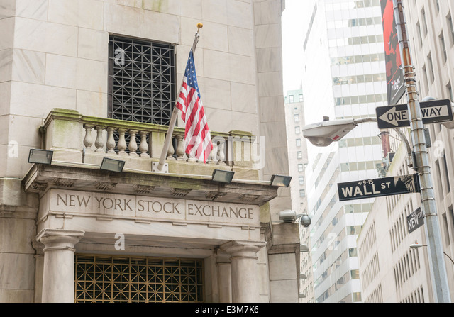 Wall Street sign to the New York Stock Exchange Building, New York City USA - Stock Image