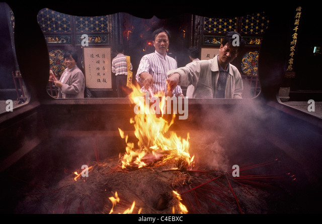 Burning incense sticks at Puji Temple on the scarde island of Putuoshan, near Shanghai, China. - Stock Image