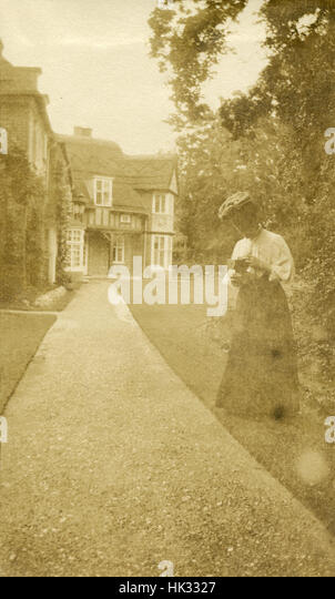 Antique July 1908 photograph, woman with a camera in Lakenheath, Suffolk, England. - Stock Image