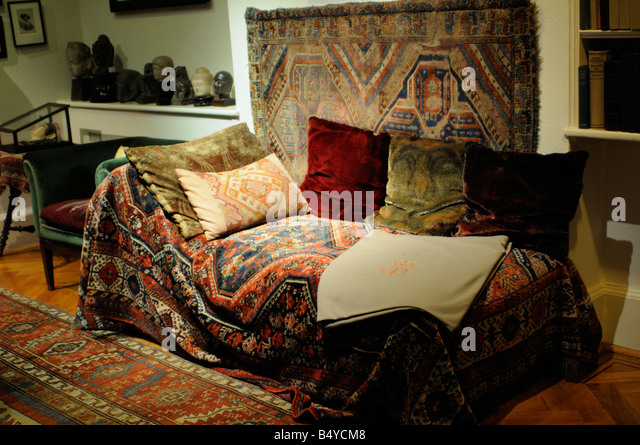 Psychoanalysis couch stock photos psychoanalysis couch for Divan freud