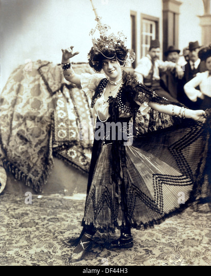 Female Dancer at the Louisiana Purchase Exposition, Also known as Saint Louis World's Fair, Saint Louis, Missouri, - Stock Image