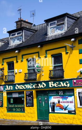 Bright yellow Dingle Town music pub, Dingle Peninsula, Ireland. - Stock Image
