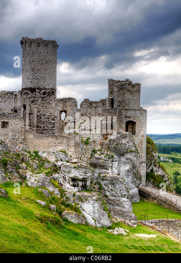 The old castle ruins of Ogrodzieniec fortifications, Poland. HDR image. - Stock Image