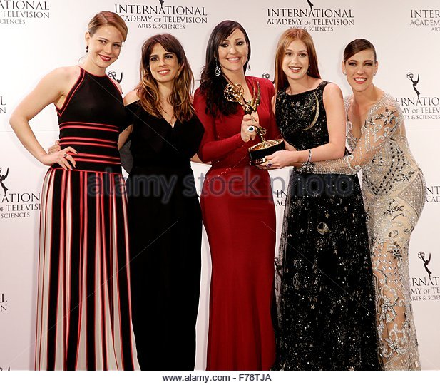 epa05039281 (L-R) Brazilian actresses Leadra Leal, Maria Ribeiro, Josie Pessoa, Marina Ruy Barbosa and Adriana Birolli - Stock Image