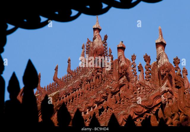 Close-up of the marvellous teakwood carvings of the Shwenandaw monastery in Mandalay, Myanmar - Stock-Bilder