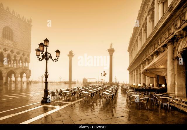 Piazza San Marco, Palazzo Ducale, doge s Palace, street cafe Chioggia,Colonne di San Marco e San Tadaro , Dogenpalast, - Stock Image
