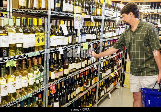 Wisconsin Kenosha Tenuta's Delicatessen Liquors and Wines Italian market bottles white alcoholic beverage domestic - Stock Image
