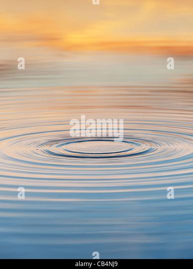 Golden water ripple at sunrise in India - Stock-Bilder