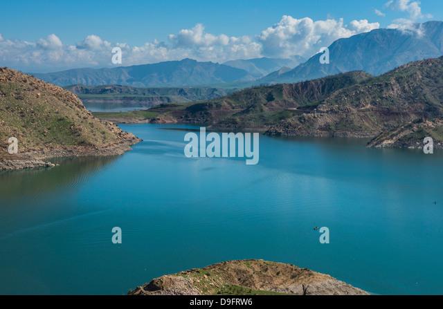 Darbandikhan artificial lake on the border of Iran, Iraq Kurdistan, Iraq, Middle East - Stock Image