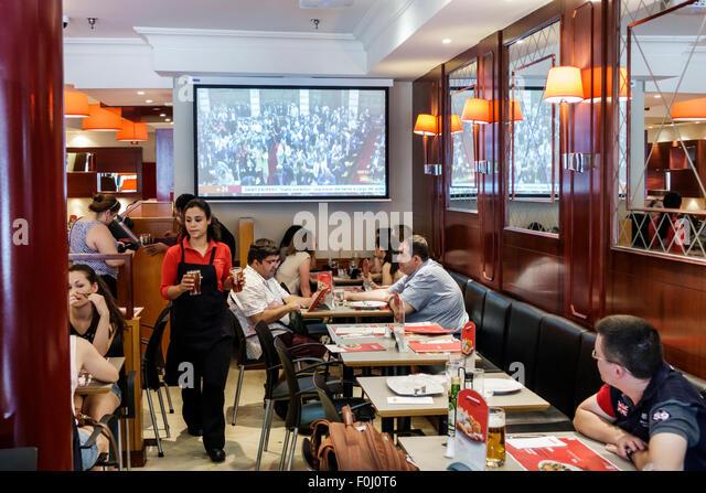 Madrid Spain Europe Spanish Salamanca Recoletos Calle Alcala Vips restaurant dining inside tables customers Hispanic - Stock Image