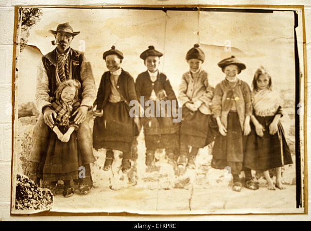 Copy of a vintage sepia photograph  of Aran Islanders wearing characteristic island dress, - Stock-Bilder