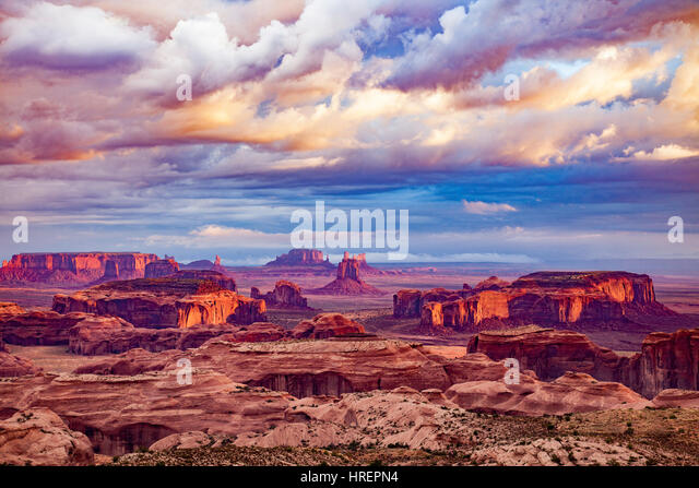 Sunset clouds above Hunts Mesa, Monument Valley Tribal Park,  Arizona/Utah, View north over Monument Valley - Stock-Bilder