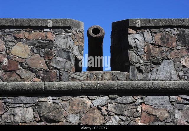 Uruguay, South America, Colonia del Sacramento, wall, cannon - Stock Image