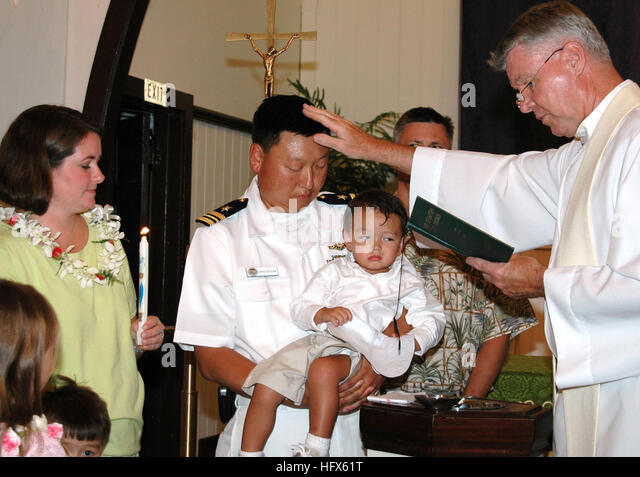 050711-N-5783F-001Pearl Harbor, Hawaii (July 11, 2005) Ð Lt. Cmdr. Chris Buziak is blessed by Father Patrick - Stock Image